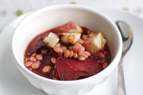 ローストベジタブルとお豆のレッド・スープ