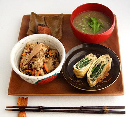 レンズ豆のミソスープ付き和定食