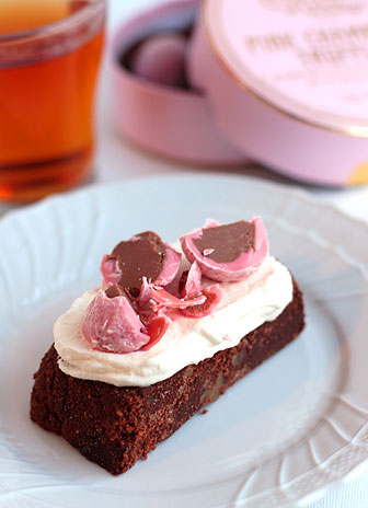 トリュフのせチョコレートケーキ