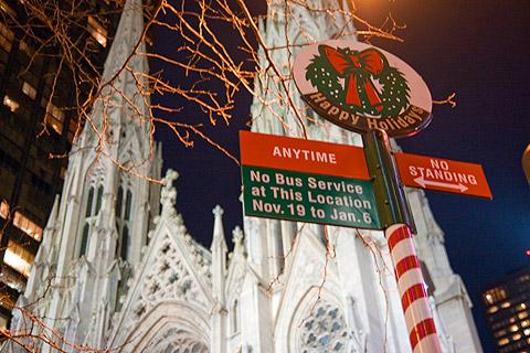 ニューヨーク、ホリデーシーズンのバスの標識