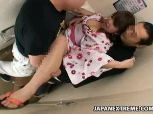 【エロ動画】浴衣娘をトイレに連れ込み「犯してください」と言わせてレイプ