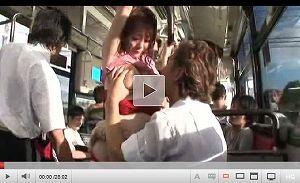 【エロ動画】雨に濡れた巨乳を揉みまくり揺らしまくり!バスで痴漢レイプされる巨乳若妻