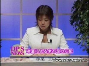 【エロ動画】ニュースキャスター春菜まいちゃんが、本番中にエッチないたずらされ、その豊満ボディーが全国放送wwたゆたゆの巨乳がみんなに晒されましたww