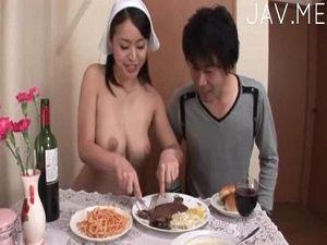 エロ過ぎるHカップ豊乳の素っ裸家政婦さん