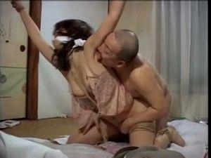 囚われた人妻が旦那の目の前で中出しレイプされる