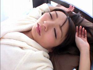 【春乃千佳】寝込みを襲う男たち!眠すぎてハメられても起きないけど身体は感じてるもんね!